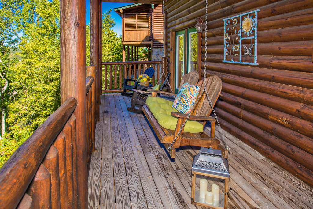 Photo of a Gatlinburg Cabin named Knockin' On Heaven's Door - This is the thirty-first photo in the set.