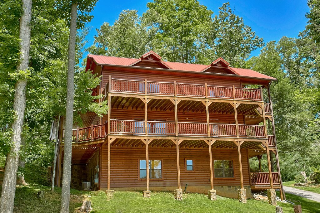 Photo of a Gatlinburg Cabin named Diamond In The Rough - This is the first photo in the set.