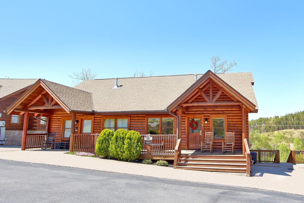 Photo of a Pigeon Forge Cabin named Golfers Getaway #290 - This is the first photo in the set.