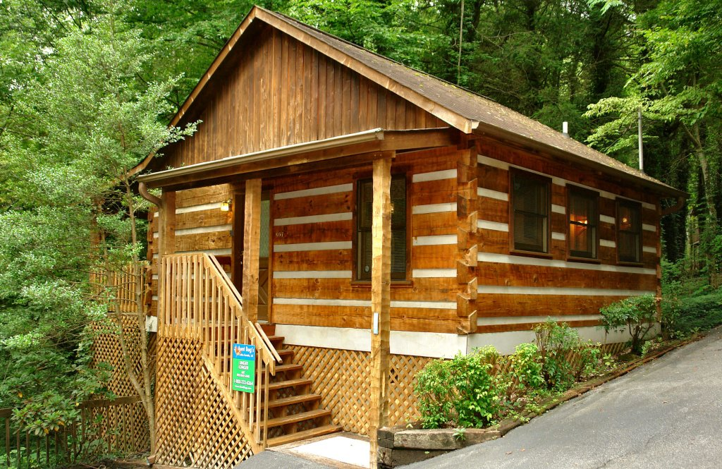 Photo of a Gatlinburg Cabin named Linger Longer #1607 - This is the first photo in the set.