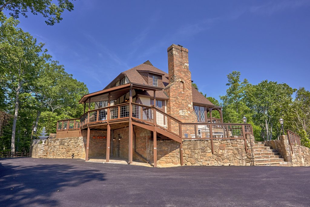 Photo of a Gatlinburg Cabin named Mountain View Mansion - This is the seventy-second photo in the set.
