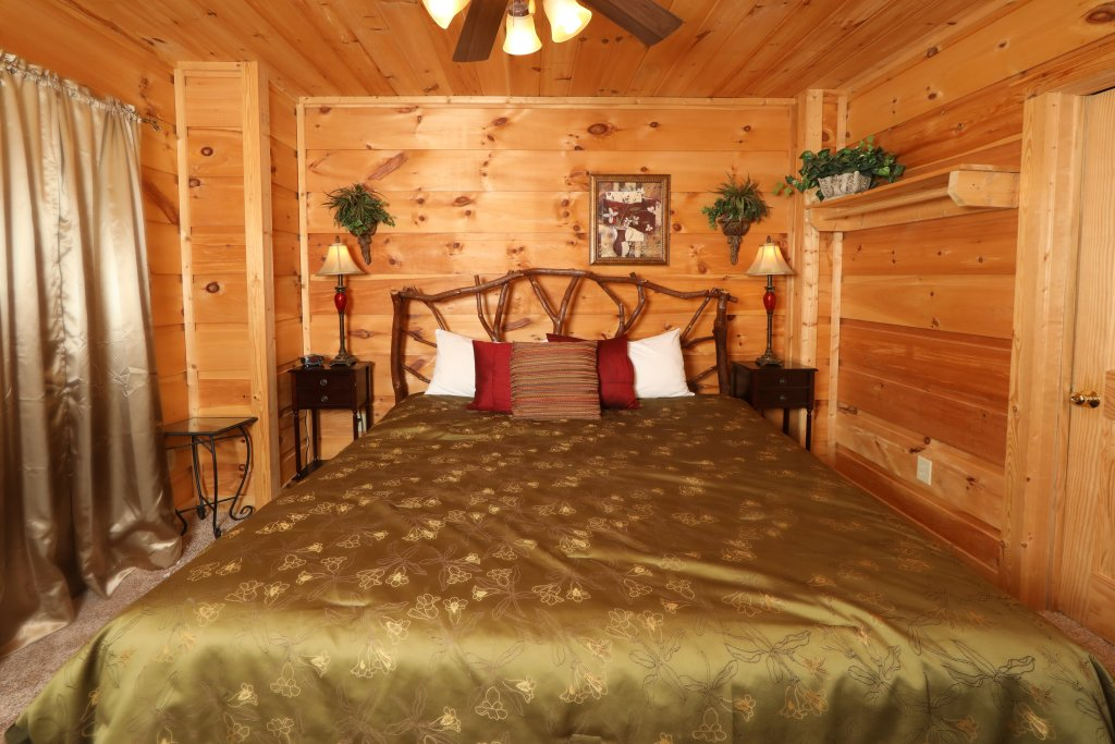 Photo of a Gatlinburg Cabin named A Wonderful Way #1346 - This is the thirty-second photo in the set.