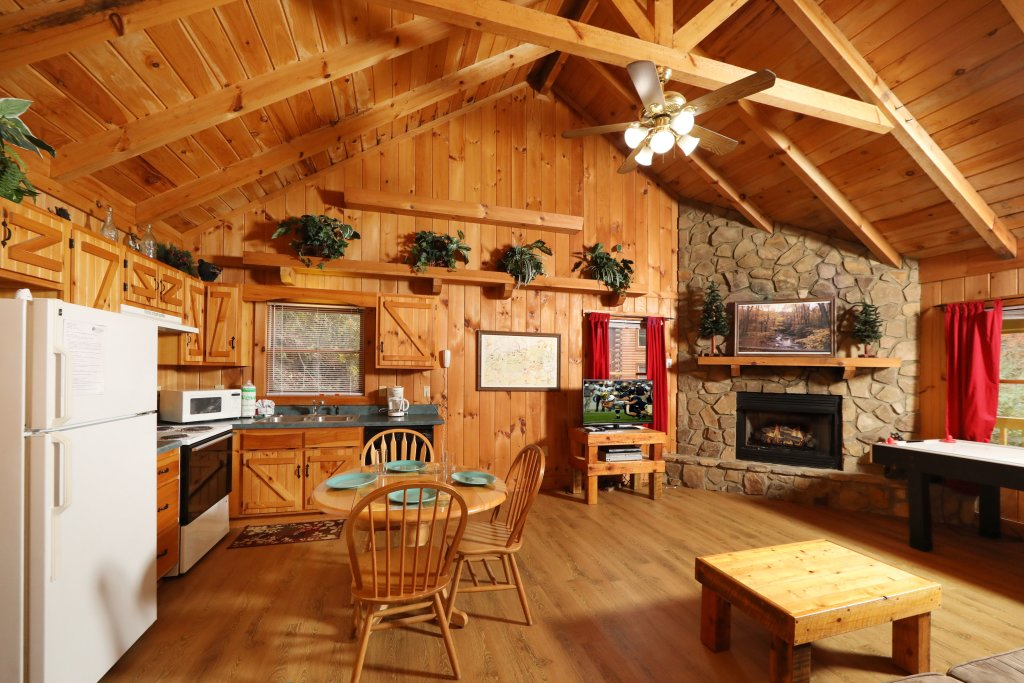 Photo of a Pigeon Forge Cabin named Creekside Tranquility #365 - This is the seventeenth photo in the set.