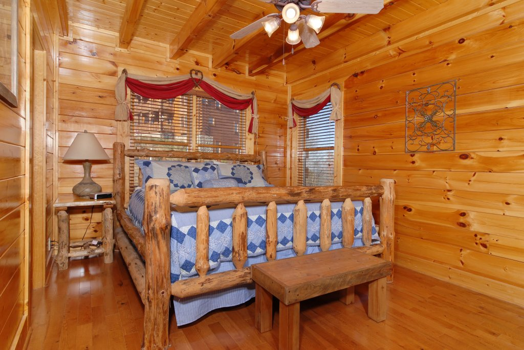 Photo of a Pigeon Forge Cabin named Tennessee Treasure #232 - This is the thirtieth photo in the set.