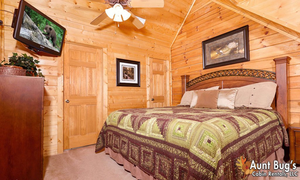 Photo of a Pigeon Forge Cabin named Papa Bear Lodge #565 - This is the twenty-second photo in the set.