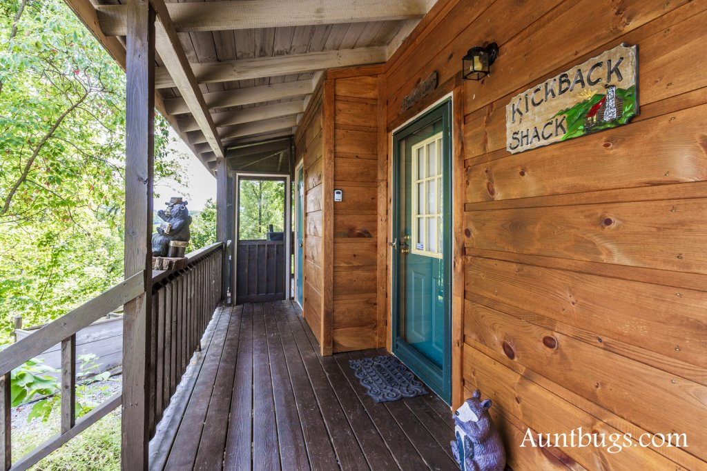 Photo of a Pigeon Forge Cabin named Kickback Shack #298 - This is the twentieth photo in the set.