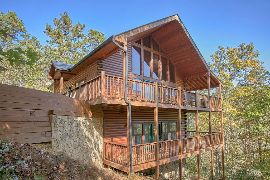 Bear splash 409 cabin in sevierville w 4 br sleeps12 for Smoky mountain cabin rental with private pool