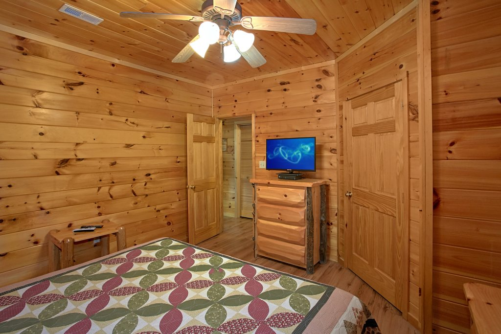 Photo of a Gatlinburg Cabin named Bear Splash #409 - This is the seventeenth photo in the set.