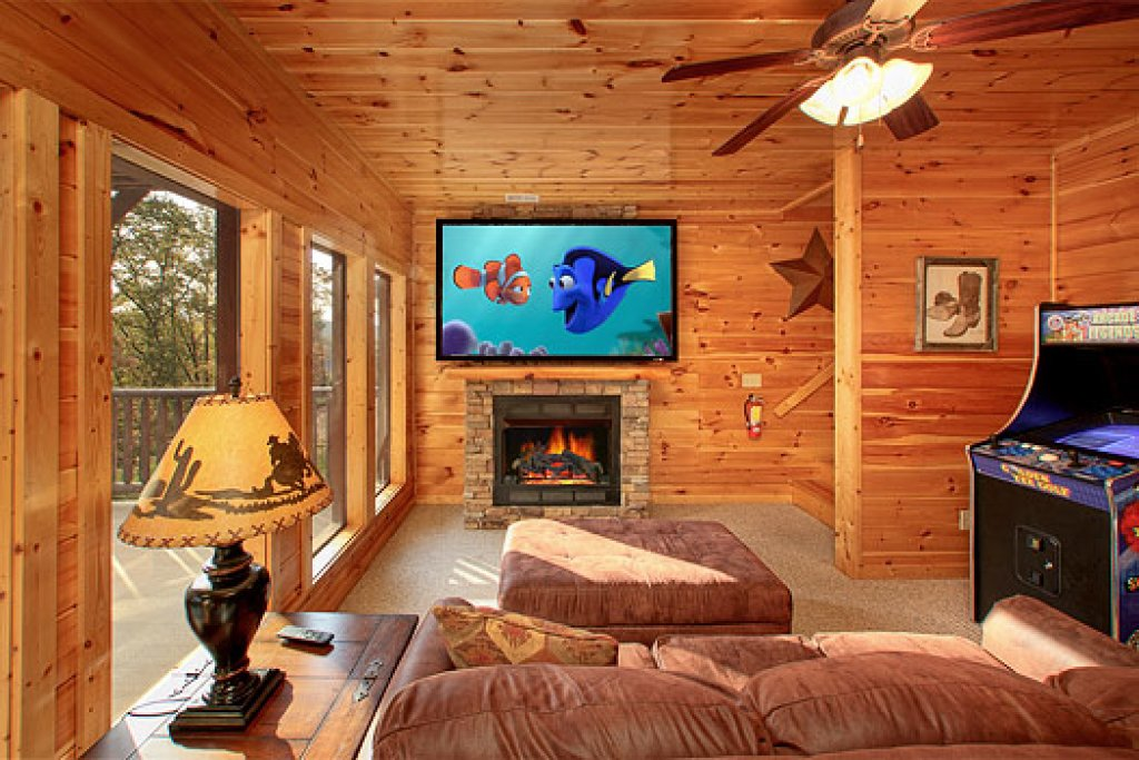 Photo of a Gatlinburg Cabin named Buckwild - This is the second photo in the set.