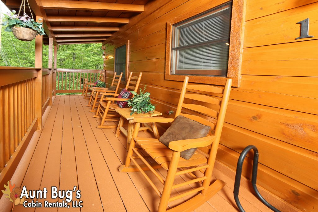 Photo of a Gatlinburg Cabin named A Mountain Lair #1631 - This is the thirty-first photo in the set.