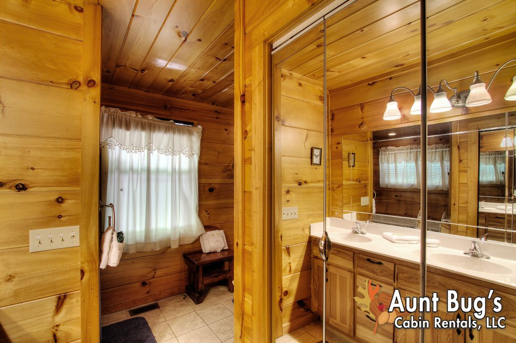 Photo of a Gatlinburg Cabin named Living Waters #376 - This is the forty-second photo in the set.