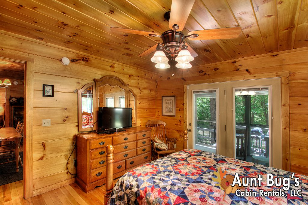 Photo of a Gatlinburg Cabin named Living Waters #376 - This is the forty-seventh photo in the set.