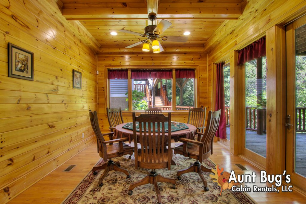 Photo of a Pigeon Forge Cabin named Birds Creek Mansion #650 - This is the thirtieth photo in the set.