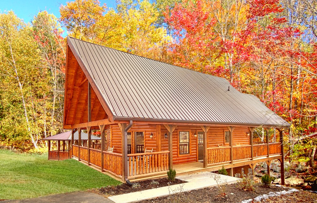 Photo of a Gatlinburg Cabin named Grin & Bear It - This is the first photo in the set.