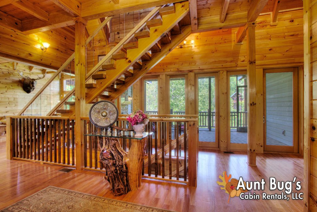 Photo of a Pigeon Forge Cabin named Birds Creek Mansion #650 - This is the thirty-eighth photo in the set.