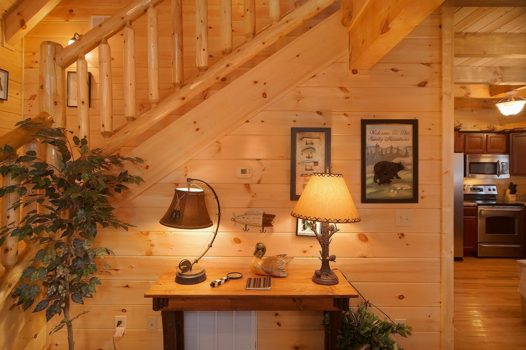 Photo of a Gatlinburg Cabin named Grin & Bear It - This is the tenth photo in the set.