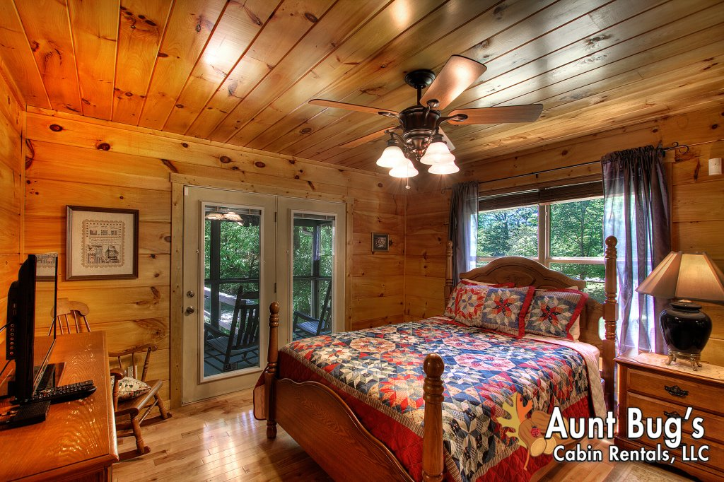 Photo of a Gatlinburg Cabin named Living Waters #376 - This is the thirtieth photo in the set.