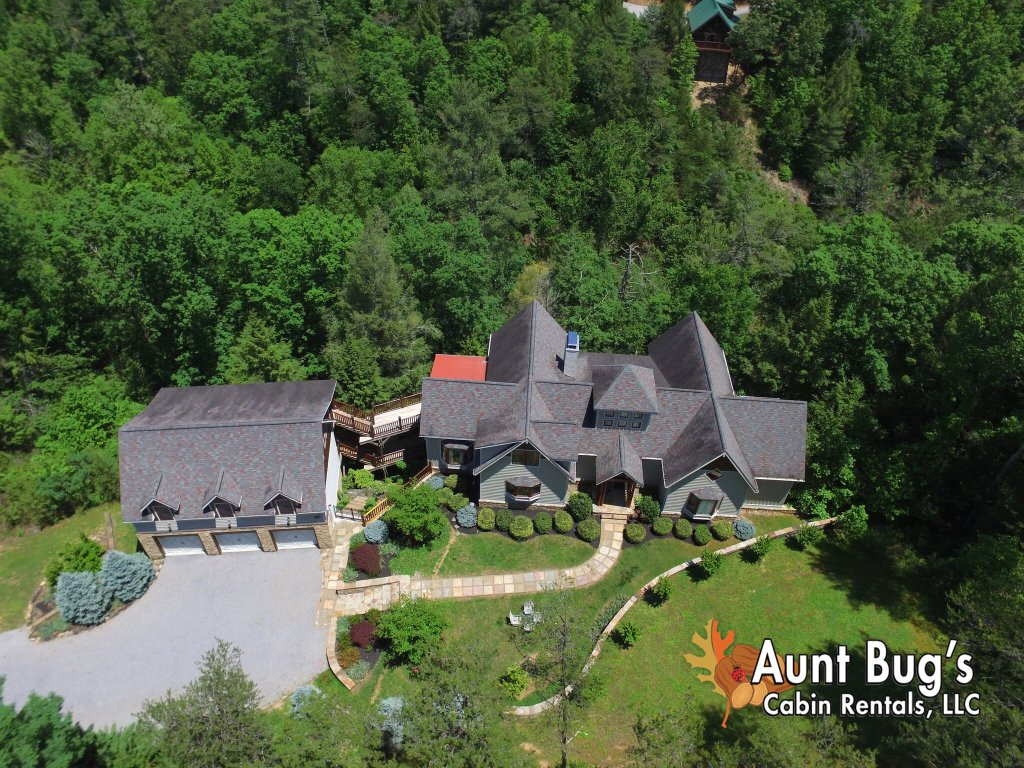 Photo of a Pigeon Forge Cabin named Birds Creek Mansion #650 - This is the third photo in the set.