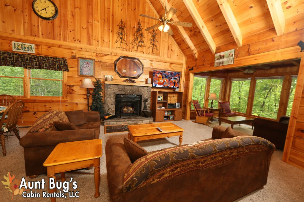 Photo of a Gatlinburg Cabin named A Mountain Lair #1631 - This is the twentieth photo in the set.