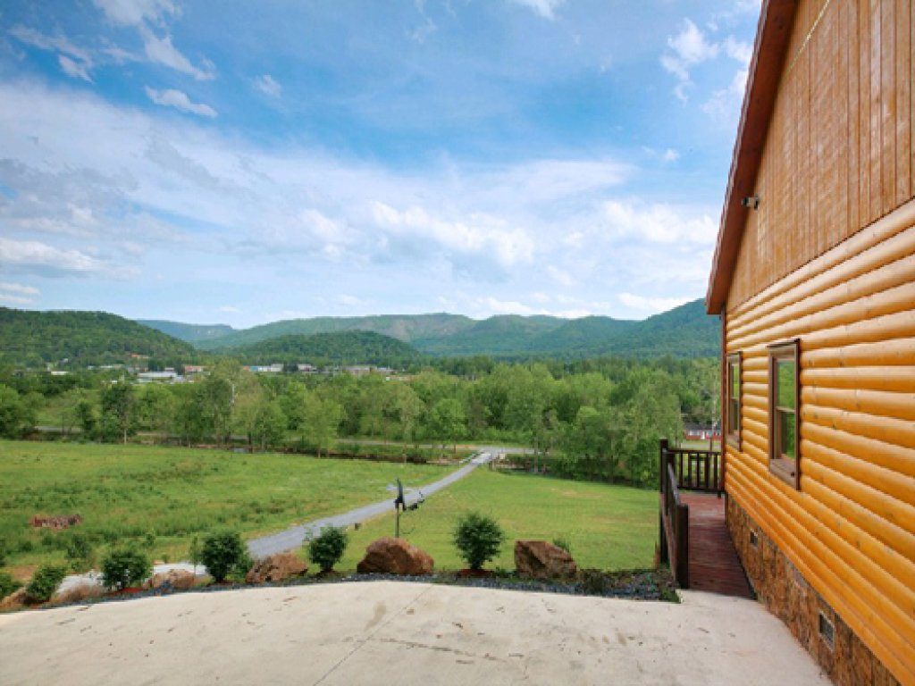 Photo of a Gatlinburg Cabin named Mystical Creek Pool Lodge #600 - This is the second photo in the set.