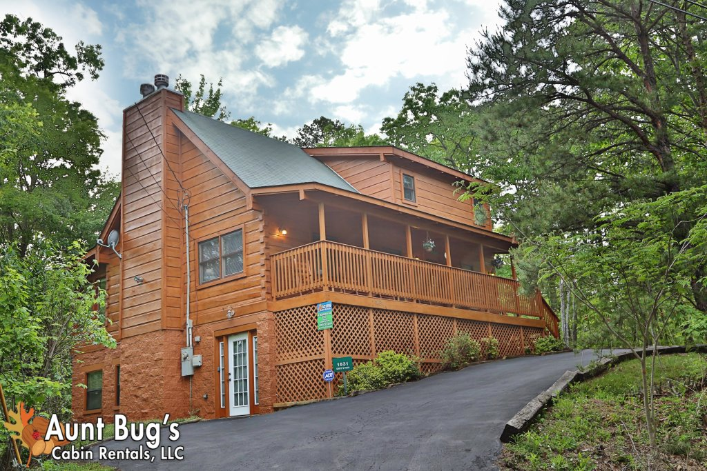 Photo of a Gatlinburg Cabin named A Mountain Lair #1631 - This is the first photo in the set.