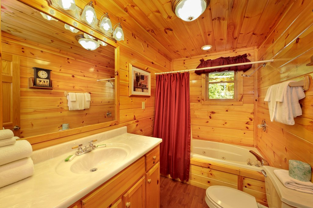 Photo of a Pigeon Forge Cabin named Secluded Hideaway - This is the sixteenth photo in the set.