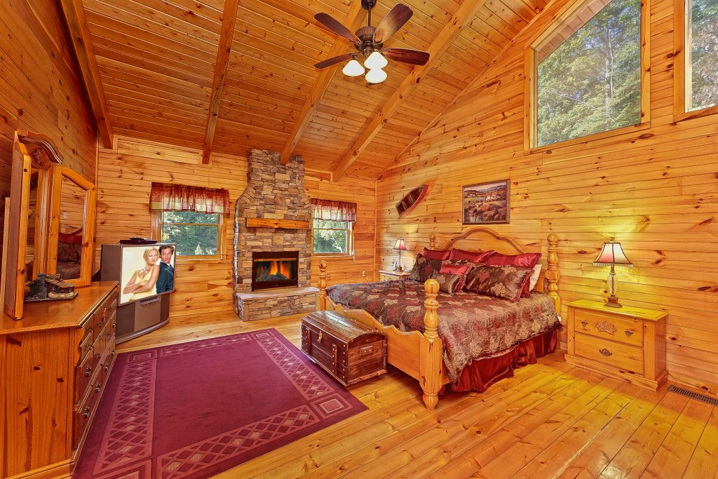 Photo of a Pigeon Forge Cabin named Secluded Hideaway - This is the eleventh photo in the set.