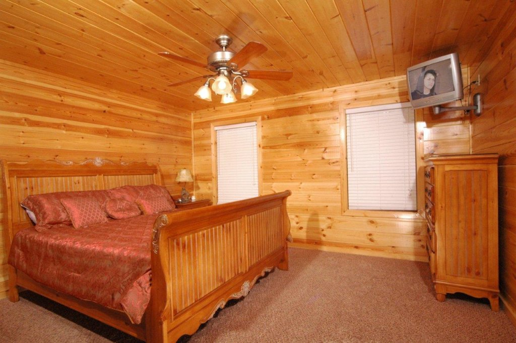 Photo of a Gatlinburg Cabin named Hillbilly Hilton #525 - This is the eighth photo in the set.