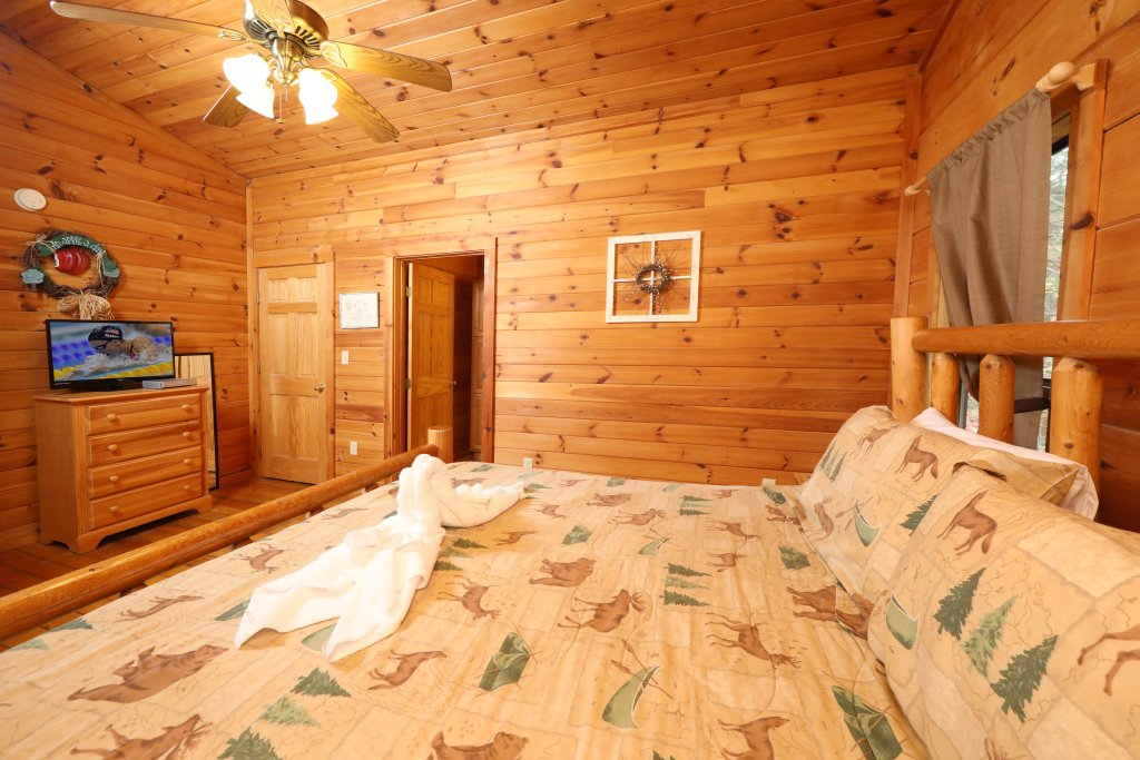 Photo of a Pigeon Forge Cabin named Beneath The Stars #220 - This is the thirty-third photo in the set.
