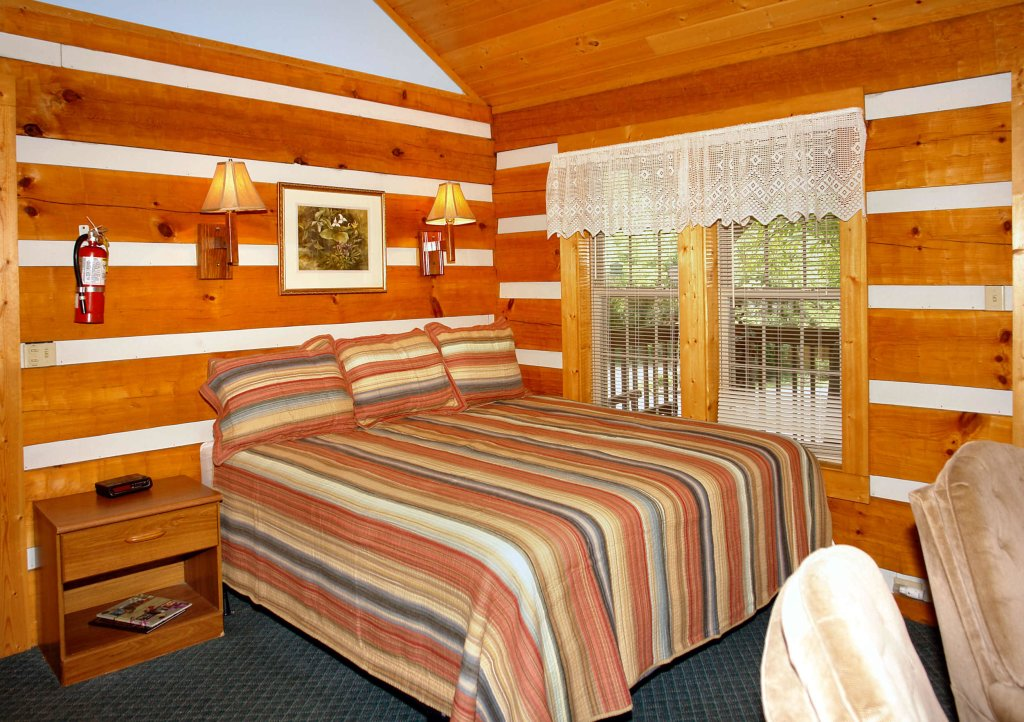 Photo of a Gatlinburg Cabin named Cuddle Inn #1529 - This is the fifth photo in the set.
