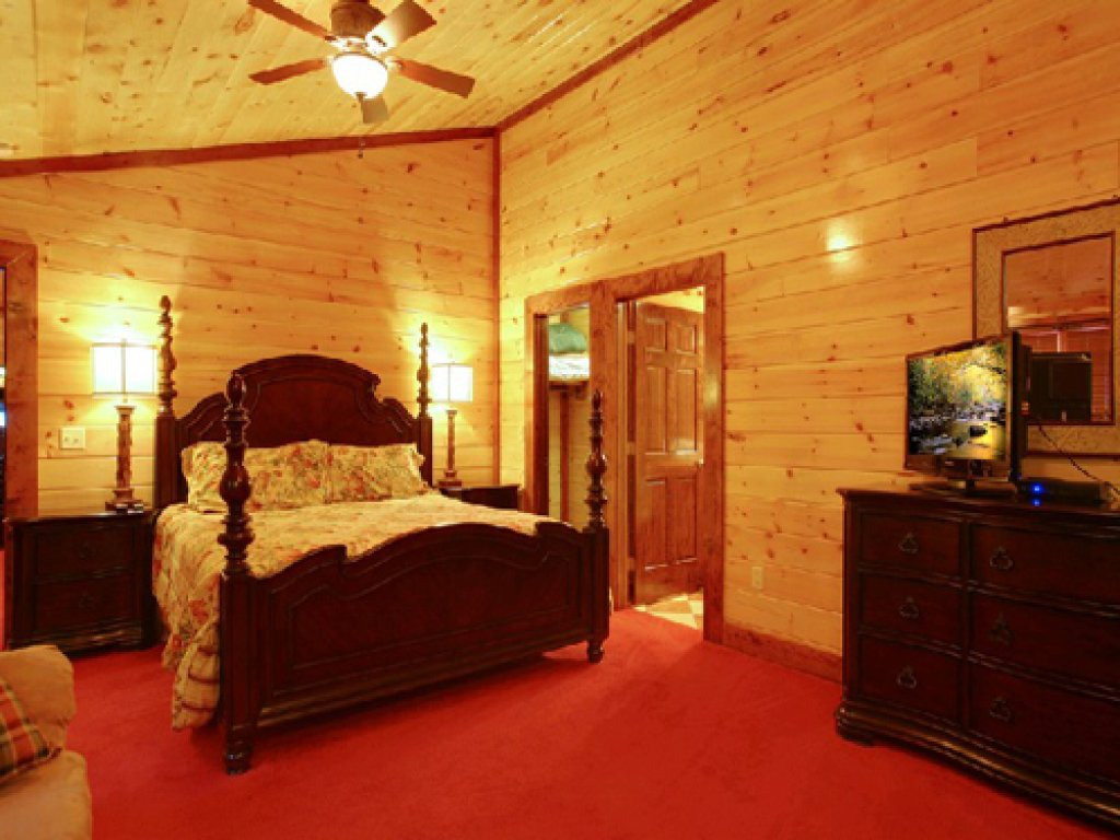 Photo of a Gatlinburg Cabin named Mystical Creek Pool Lodge #600 - This is the tenth photo in the set.