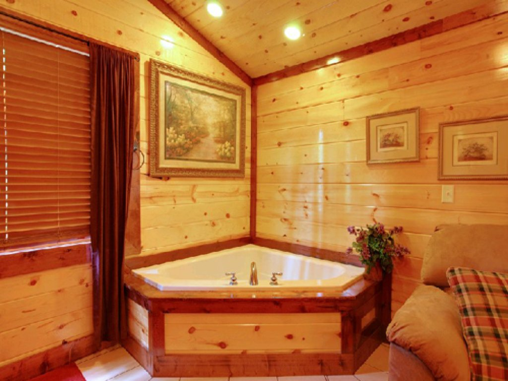 Photo of a Gatlinburg Cabin named Mystical Creek Pool Lodge #600 - This is the fourteenth photo in the set.