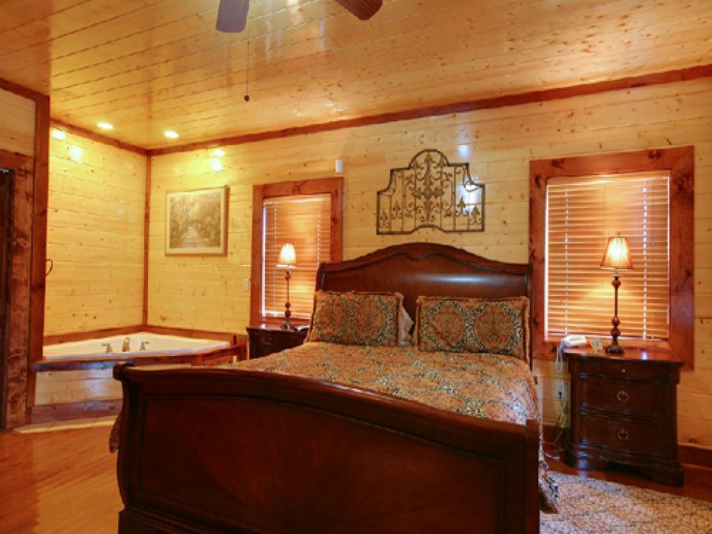 Photo of a Gatlinburg Cabin named Mystical Creek Pool Lodge #600 - This is the twenty-eighth photo in the set.