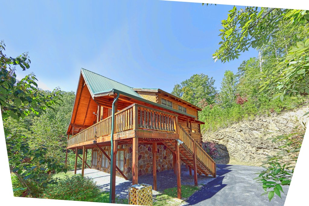 Secluded hideaway cabin in pigeon forge w 3 br sleeps8 for Nuvola 9 cabin gatlinburg