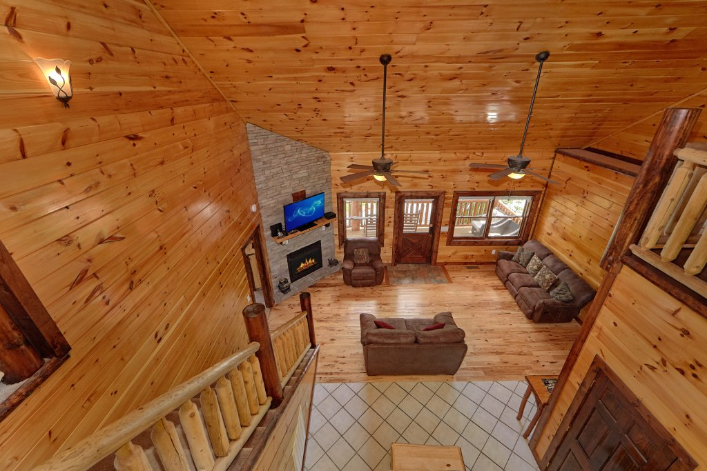 Photo of a Gatlinburg Cabin named Uwoduhi Pool Lodge - This is the fifteenth photo in the set.