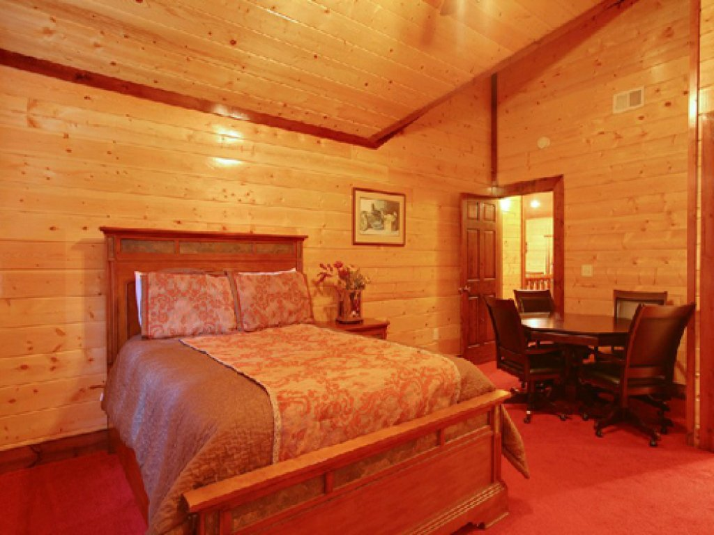 Photo of a Gatlinburg Cabin named Mystical Creek Pool Lodge #600 - This is the twelfth photo in the set.