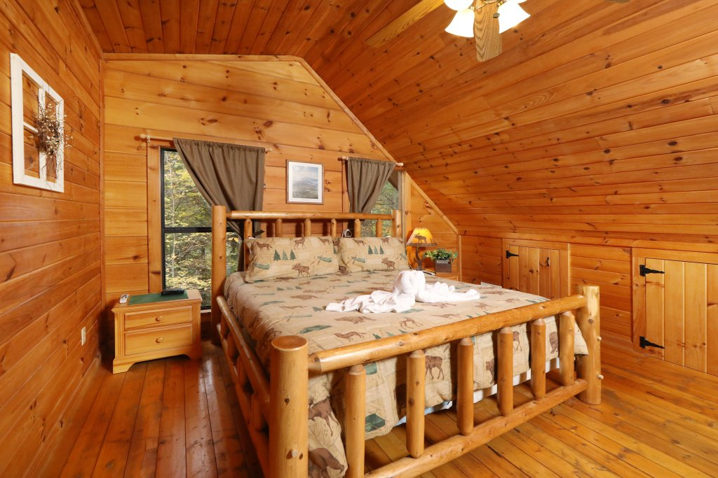Photo of a Pigeon Forge Cabin named Beneath The Stars #220 - This is the thirty-second photo in the set.