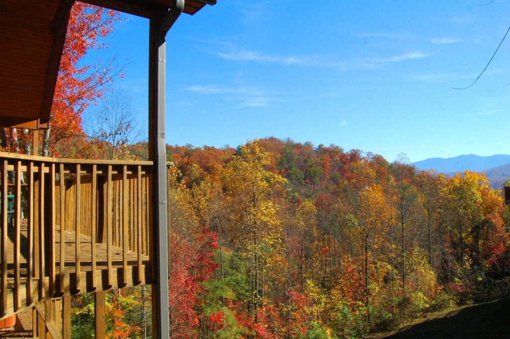 Photo of a Gatlinburg Cabin named Hillbilly Hilton #525 - This is the second photo in the set.