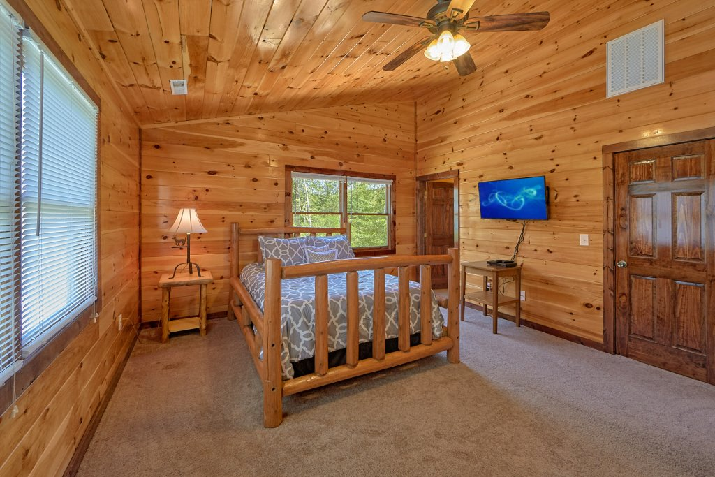 Photo of a Gatlinburg Cabin named Uwoduhi Pool Lodge - This is the twenty-second photo in the set.