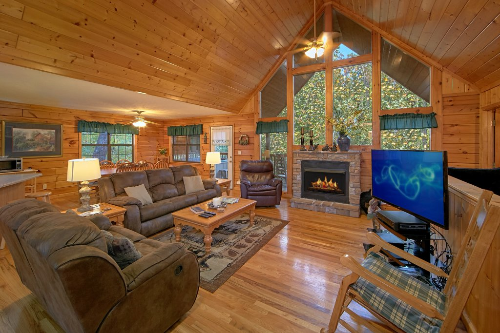 Photo of a Pigeon Forge Cabin named Sweet Mountain Laurel #403 - This is the fifteenth photo in the set.