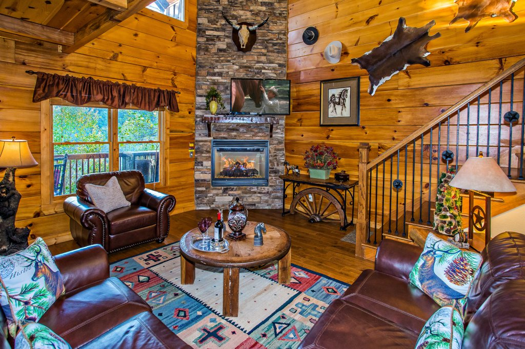 Photo of a Pigeon Forge Cabin named Majestic Forest - This is the second photo in the set.