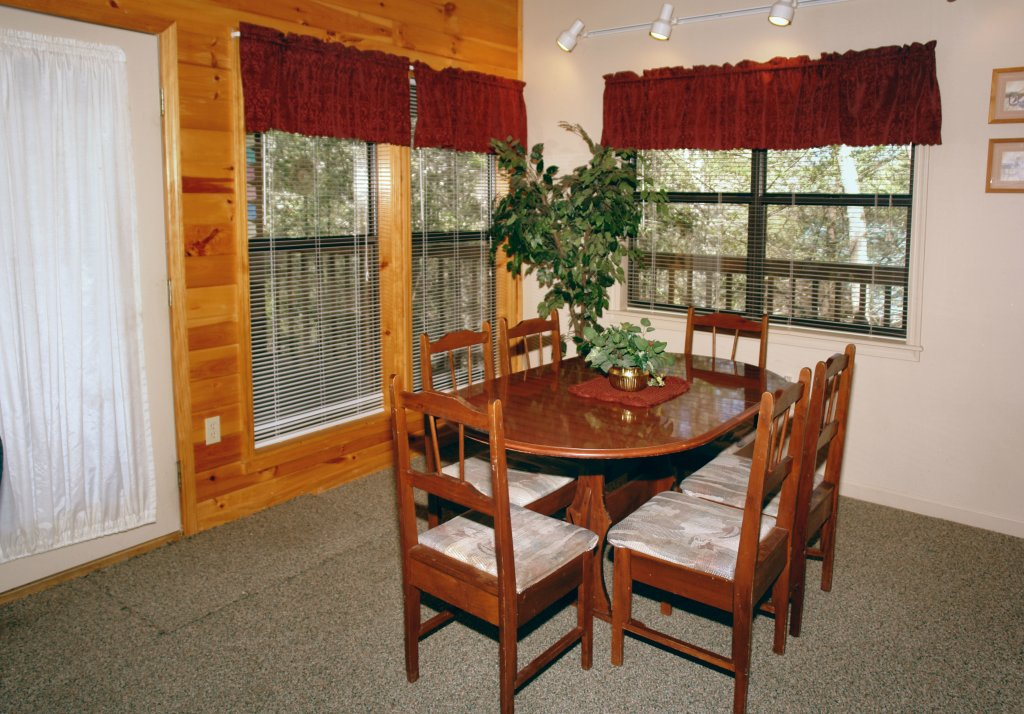 Photo of a Gatlinburg Cabin named Mountain Hideaway #338 - This is the sixth photo in the set.