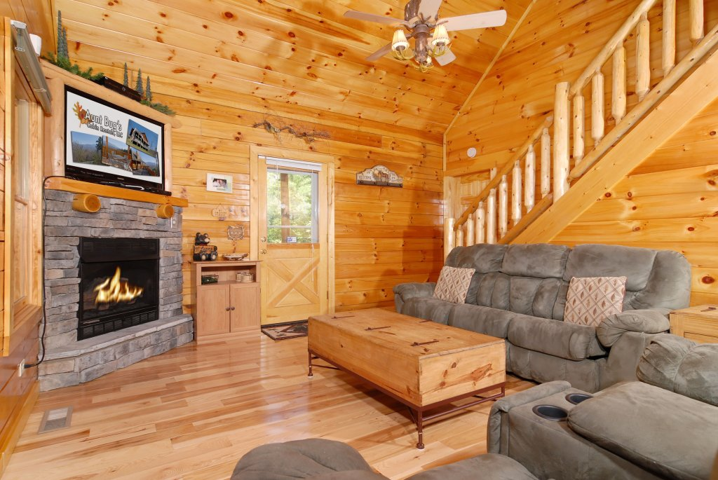 Photo of a Gatlinburg Cabin named Pine Cove Hideaway #1816 - This is the twelfth photo in the set.