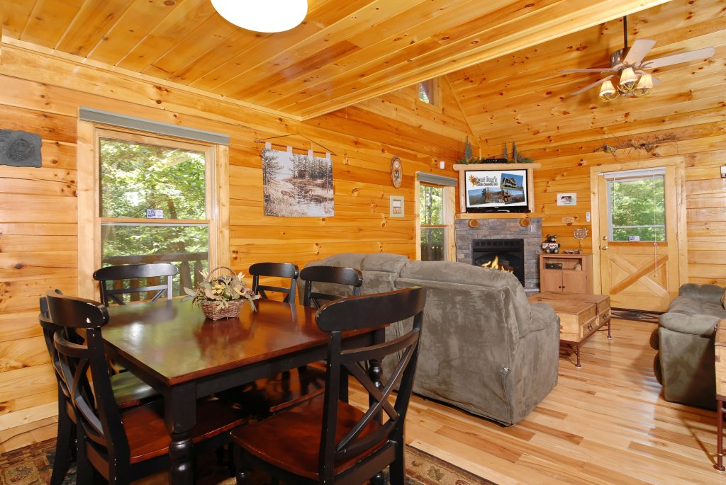 Photo of a Gatlinburg Cabin named Pine Cove Hideaway #1816 - This is the sixteenth photo in the set.
