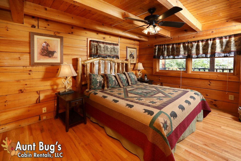 Photo of a Pigeon Forge Cabin named Kountry Bears & Honey #211 - This is the fourteenth photo in the set.