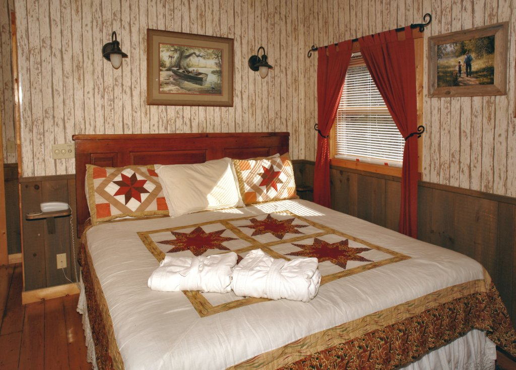 Photo of a Pigeon Forge Cabin named Romantic Hideaway #126 - This is the third photo in the set.
