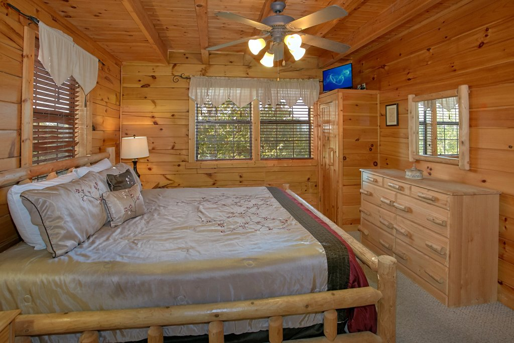 Photo of a Pigeon Forge Cabin named Evening View #133 - This is the eighteenth photo in the set.