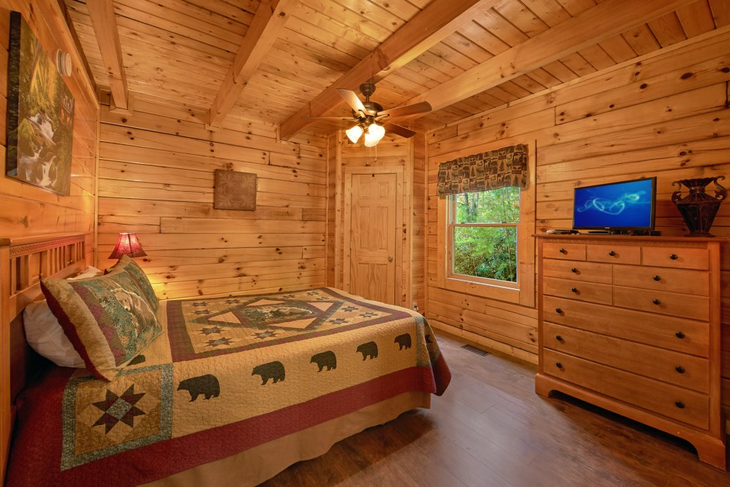 Photo of a Pigeon Forge Cabin named Heavenly Hideaway #256 - This is the eighteenth photo in the set.