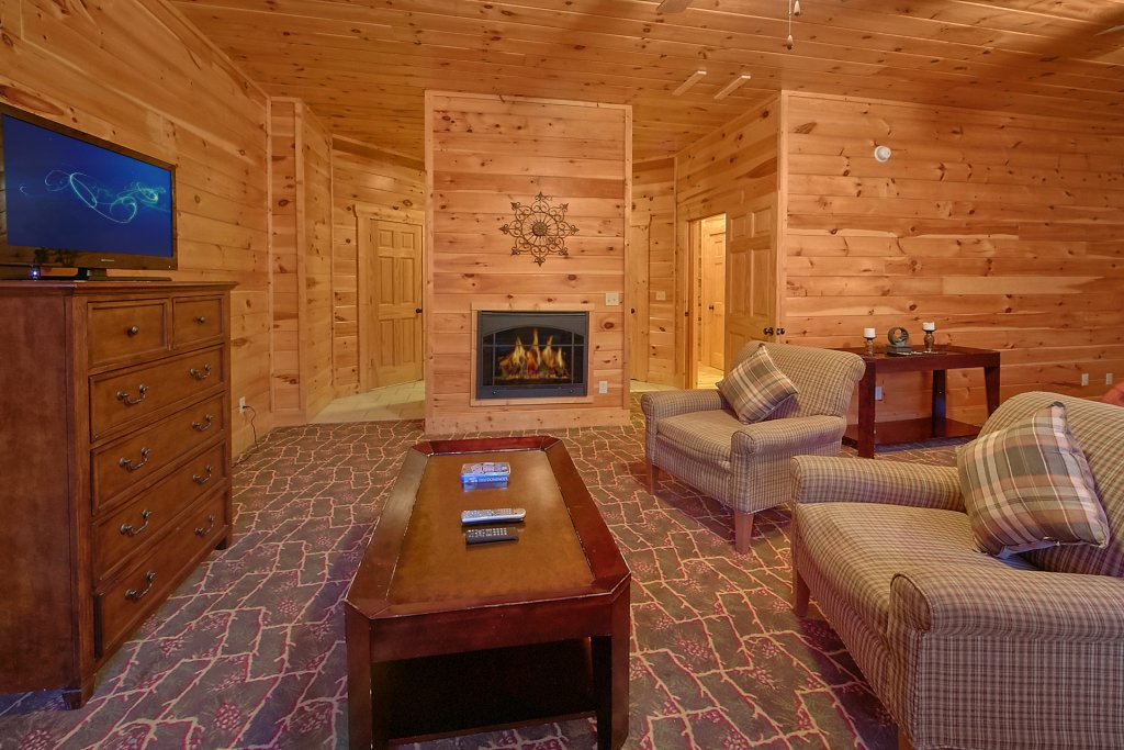 Photo of a Sevierville Cabin named Swimming In Paradise - This is the thirty-third photo in the set.