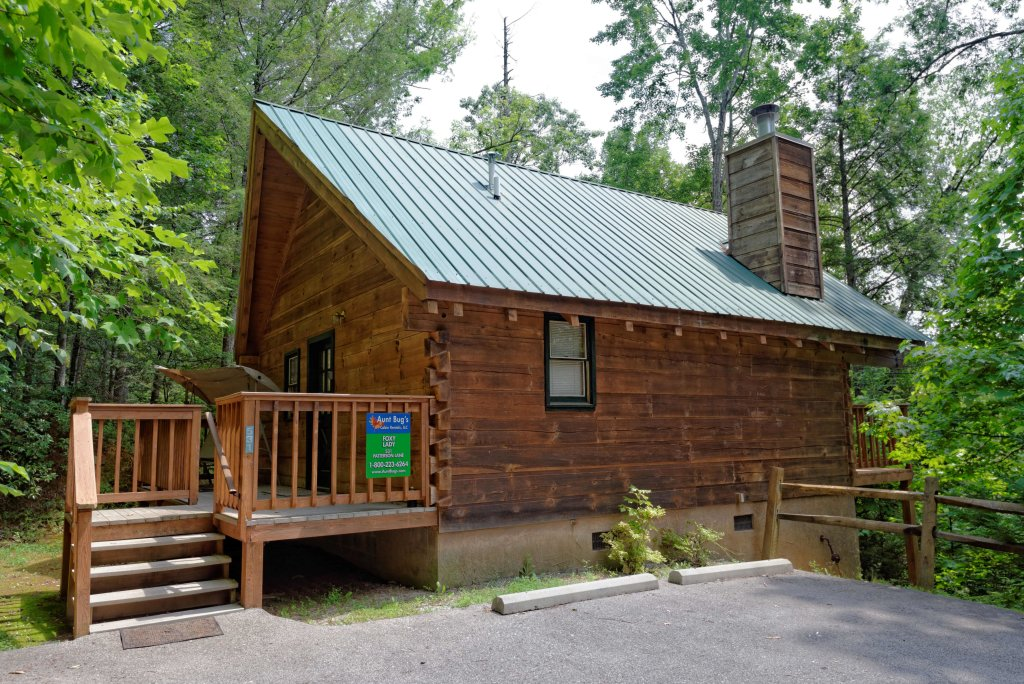 Foxy lady 1531 cabin in gatlinburg w 1 br sleeps2 for Cheap cabin rentals in asheville nc
